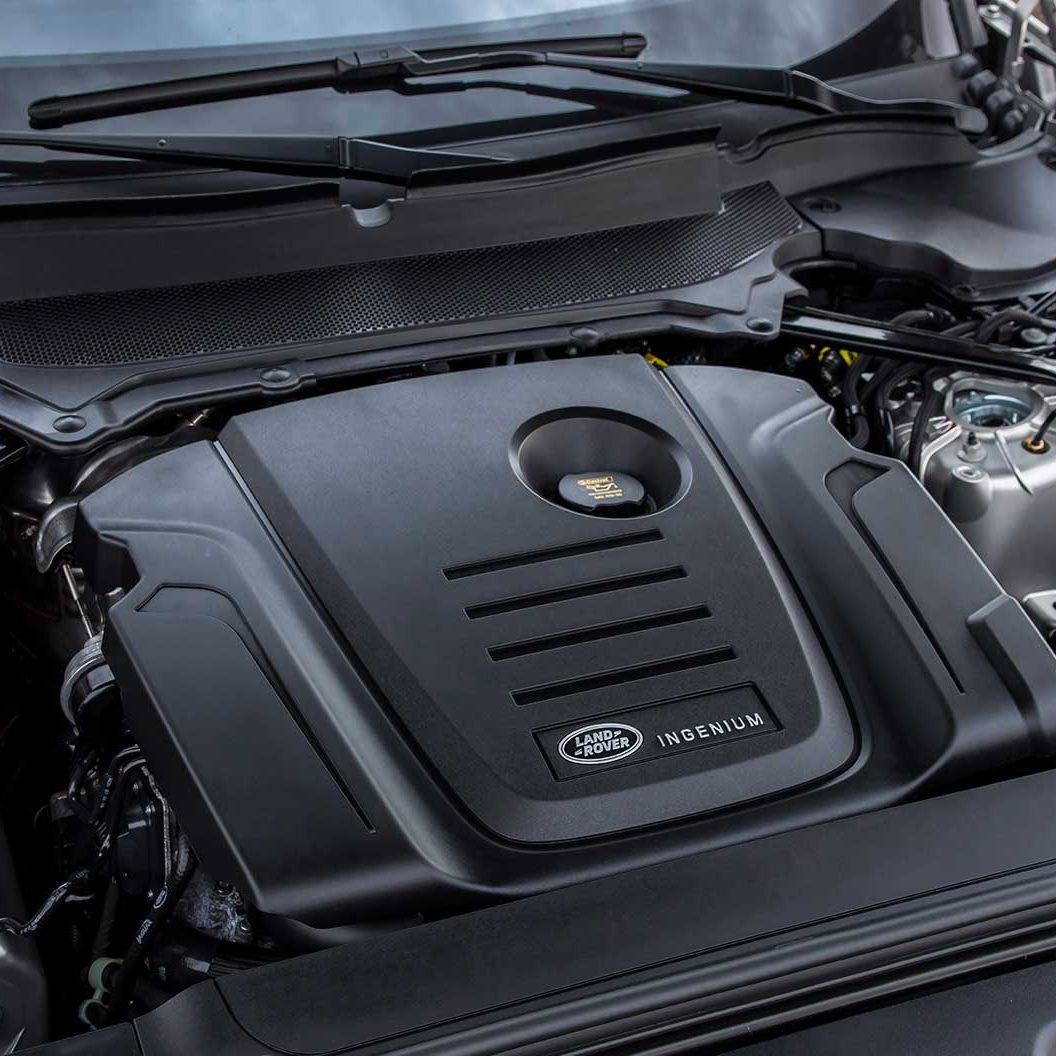 2017-Land-Rover-Discovery-Diesel-Engine-02
