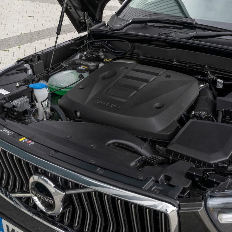 2018-Volvo-XC40-D3-Inscription-Engine-Detail-01
